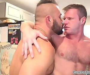 Bearded wolf drills tight ass bareback 6 min 720p