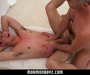 MormonBoyz-Mormon boy spitroasted during ritual threesome